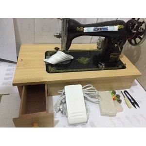 Máquina de costura Semi-industrial pretinha com gaveta