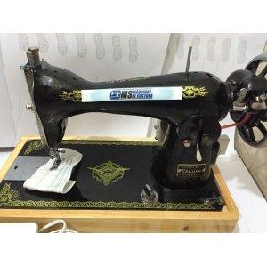 Máquina de costura Semi-industrial pretinha